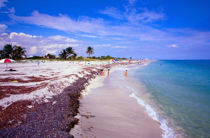 Who doesn't consider Florida a retirement dream? The Sunshine State doesn't have a state income tax, but due to its popularity, you'll have to shop around in different cities to find affordable housing.