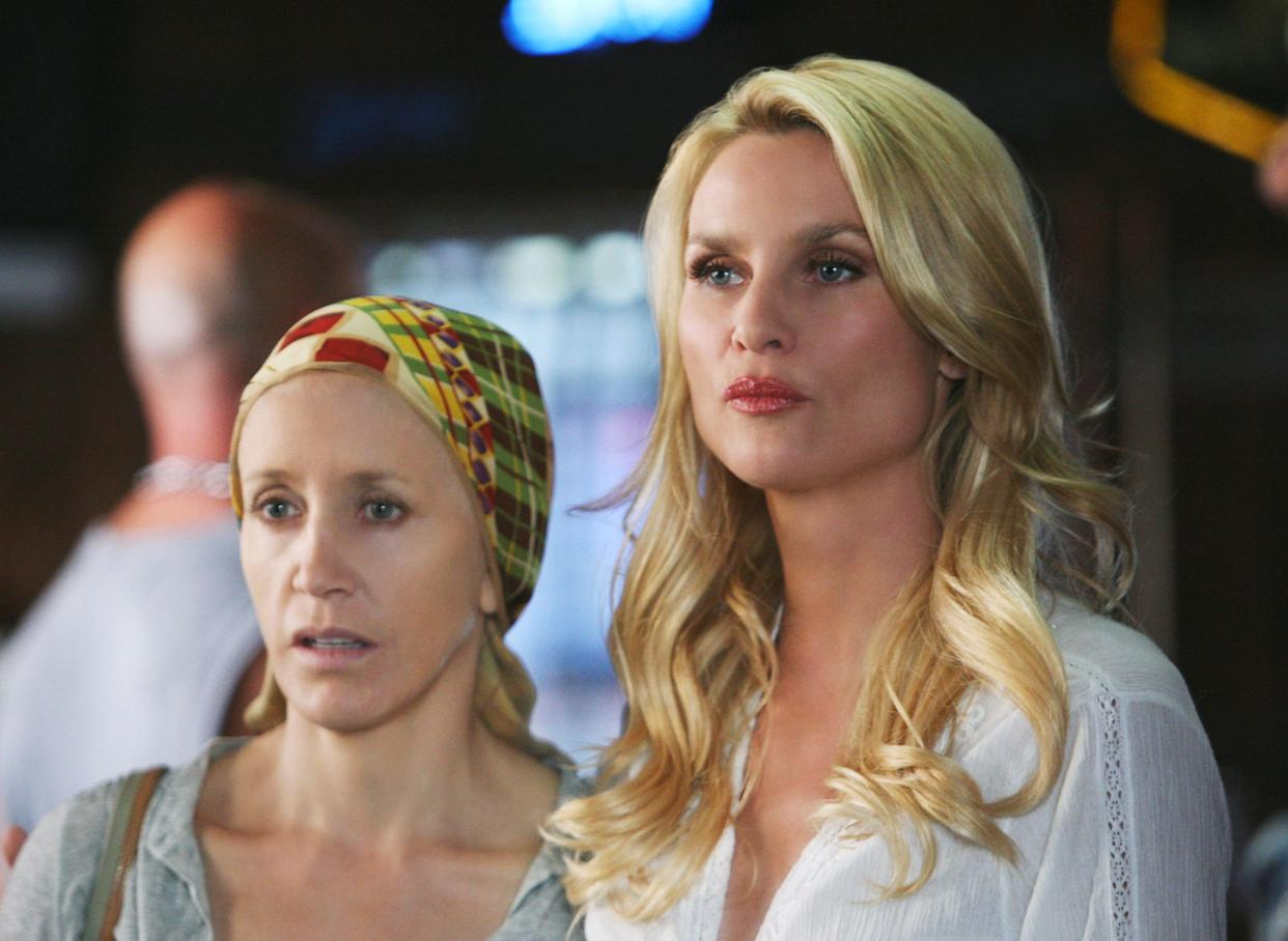 """Felicity Huffman and Nicolette Sheridan on ABC's """"Desperate Housewives."""" (Photo: Danny Feld via Getty Images)"""