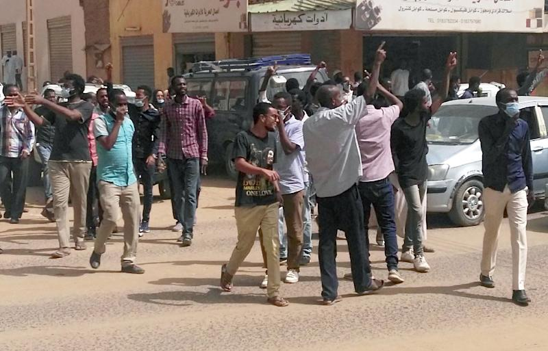 Sudanese protesters take part in an anti-government rally in downtown Khartoum in support of demonstrators detained in the weeks of protests against President Omar al-Bashir's iron-fisted rule (AFP Photo/STRINGER)