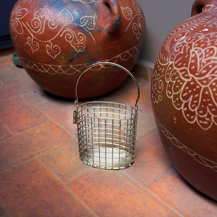 "<div class=""caption""> Canasta cage bag in silver by Anndra Neen. </div> <cite class=""credit"">Photo: Courtesy of Anndra Neen</cite>"