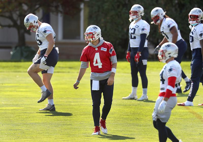 Quarterback Jarrett Stidham warms up with the team. The New England Patriots hold practice at their practice field at the Gillette Stadium Complex in Foxborough, MA on Oct. 10, 2020. (Photo by John Tlumacki/The Boston Globe via Getty Images)