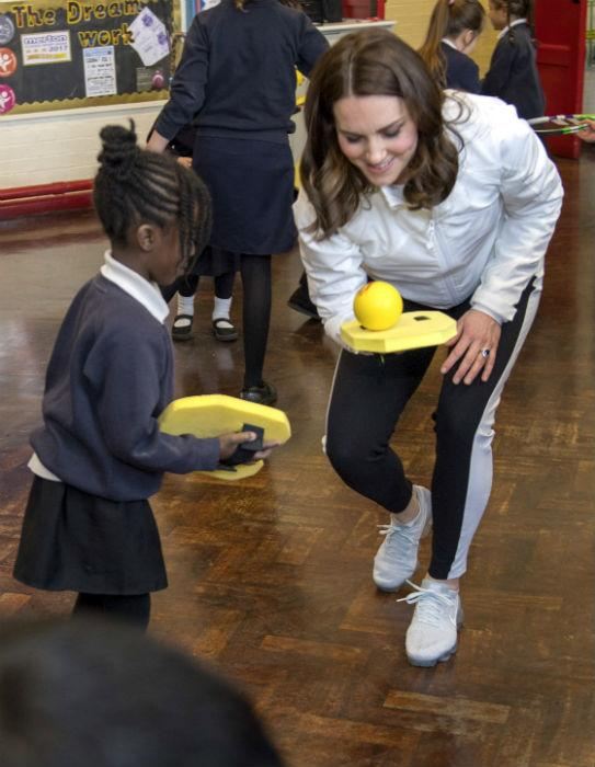 kate-middleton-plays-tennis-mitcham-school