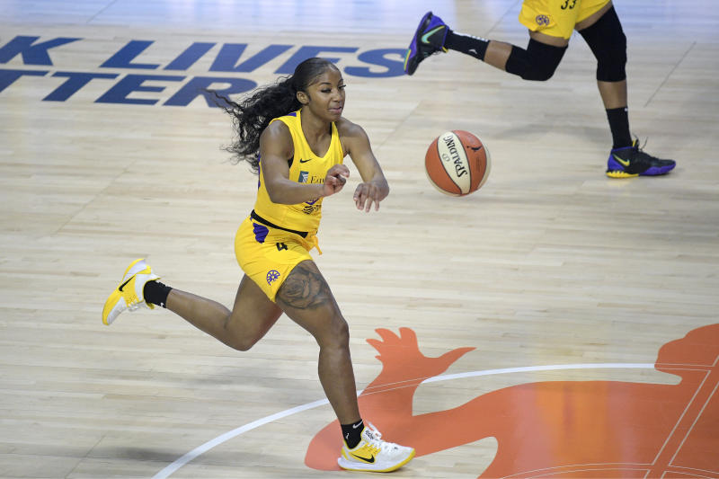 Los Angeles Sparks guard Te'a Cooper