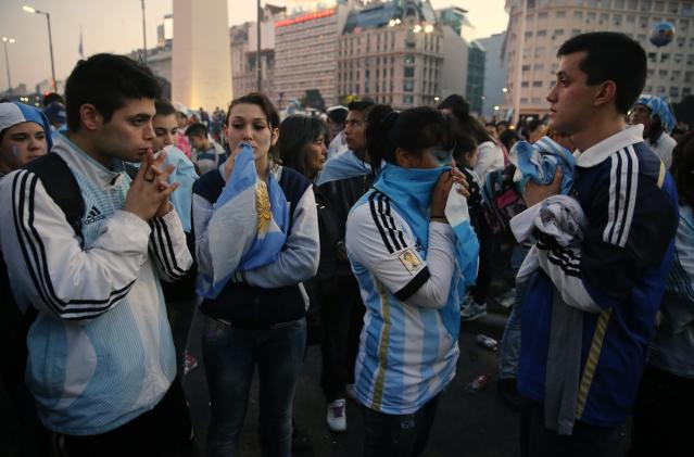 Argentina's fans react after Argentina lost to Germany in their 2014 World Cup final soccer match in Brazil, at a public square viewing area in Buenos Aires, July 13 2014. REUTERS/Andres Stapff (ARGENTINA - Tags: SPORT SOCCER WORLD CUP)
