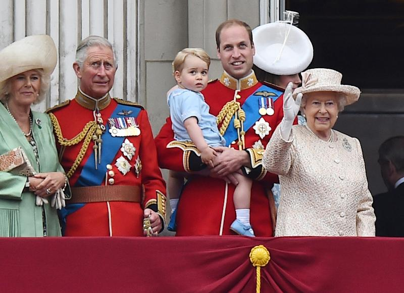 Britain's Prince William holds his son Prince George of Cambridge on the balcony of Buckingham Palace on June 13, 2015 (AFP Photo/Ben Stansall)