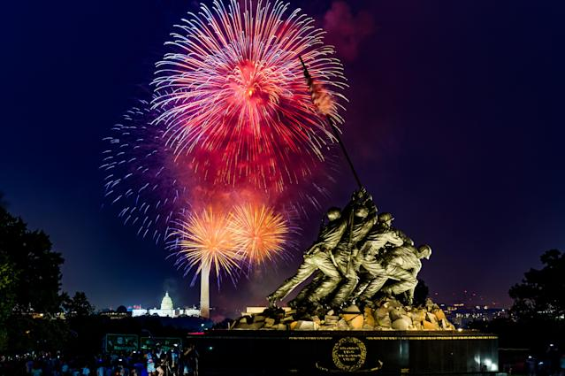 <p>Fireworks display on the National Mall as seen from the Marine Corps Memorial located in Arlington, Va., July 4, 2018. (Photo: Michael Jordan via ZUMA Wire) </p>
