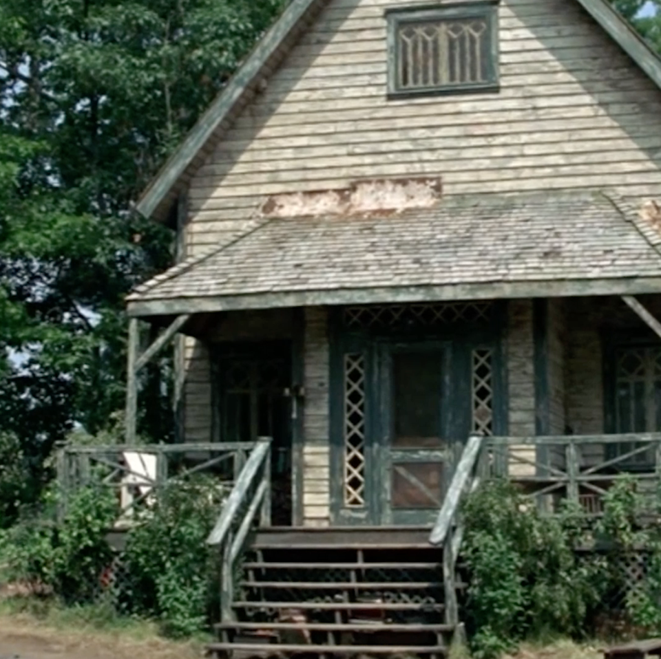 """<p>Number ten goes to Steve's character Tom Baker in <em>Cheaper By the Dozen Two.</em> Sure, his house isn't nearly as nice as the Murtaugh's next door but if you give it the Chip and Joanna Gaines treatment, this thing is a total <em>Fixer Upper</em>. Imagine the shiplap in this lakeside home?</p><p><a class=""""link rapid-noclick-resp"""" href=""""https://www.amazon.com/dp/B000I9U95O?ref=sr_1_1_acs_kn_imdb_pa_dp&qid=1543876029&sr=1-1-acs&autoplay=0&tag=syn-yahoo-20&ascsubtag=%5Bartid%7C10063.g.35507124%5Bsrc%7Cyahoo-us"""" rel=""""nofollow noopener"""" target=""""_blank"""" data-ylk=""""slk:WATCH ON AMAZON PRIME"""">WATCH ON AMAZON PRIME</a></p>"""