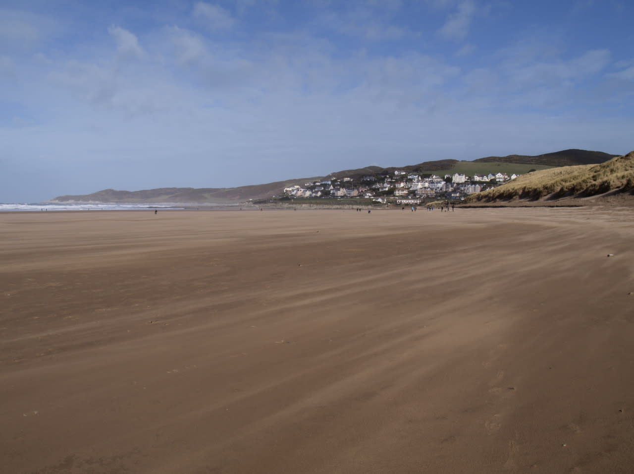 <p>This surfing hotspot has held onto its crown, topping the list of the UK's best beaches. The rolling waves, vast swathes of sand and collar of wild rocky cliffs might have something to go with it. (Education Images/Getty)</p>