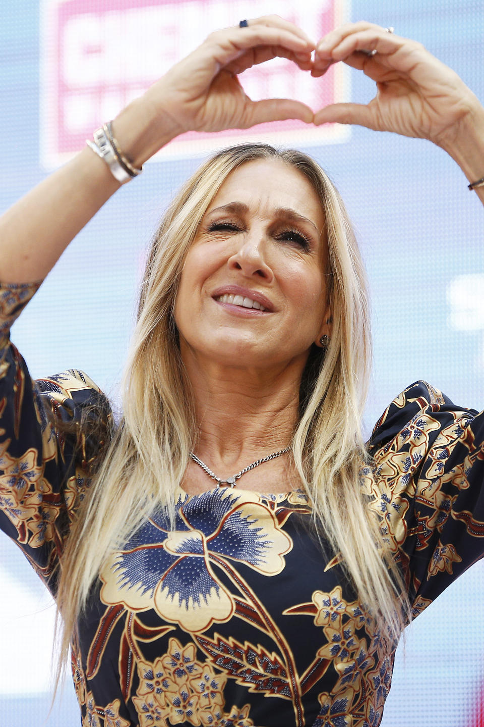 MELBOURNE, AUSTRALIA - OCTOBER 23: Sarah Jessica Parker gestures to fans at Highpoint Shopping Centre on October 23, 2019 in Melbourne, Australia. (Photo by Daniel Pockett/Getty Images)
