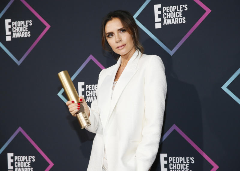 People's Choice Awards - Photo Room - Santa Monica, California, U.S., 11/11/2018 - Victoria Beckham poses backstage with her Fashion Icon Award. REUTERS/Danny Moloshok