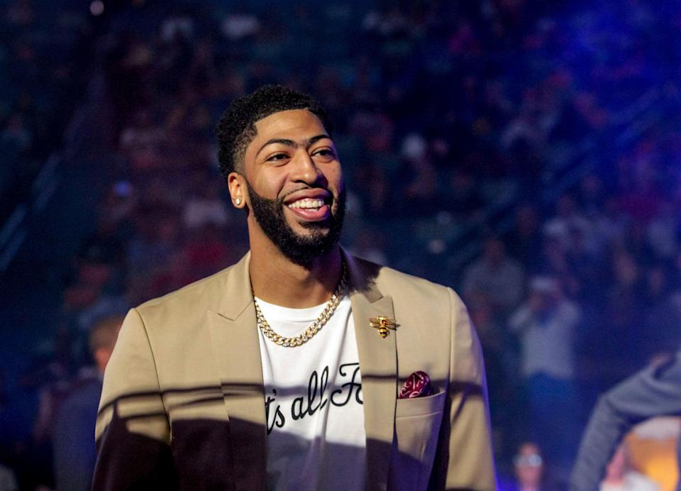 """Pelicans star Anthony Davis wore a """"That's All, Folks"""" T-shirt to his final regular-season game. (AP)"""