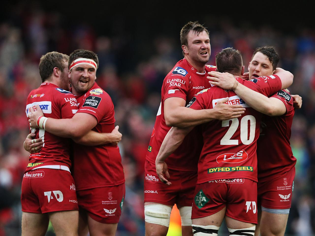 Scarlets put on brilliant display to defeat Munster and take Pro12 title