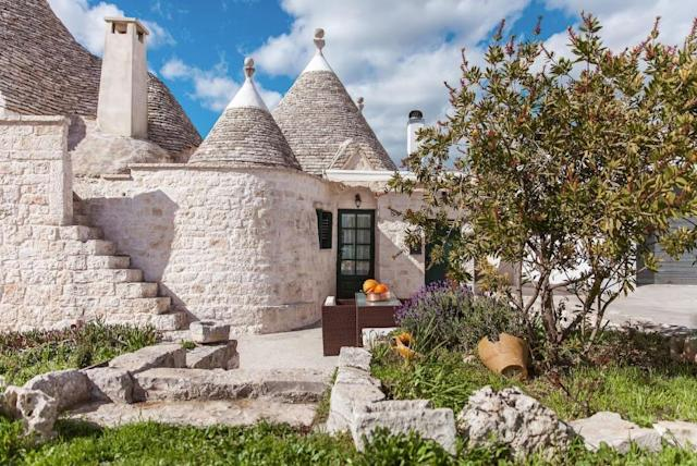 <p>And here's a spectatular home located in the town of Apulia. Now this is more fit for a princess. It's a steal at about $90 a night.<br>(Airbnb) </p>