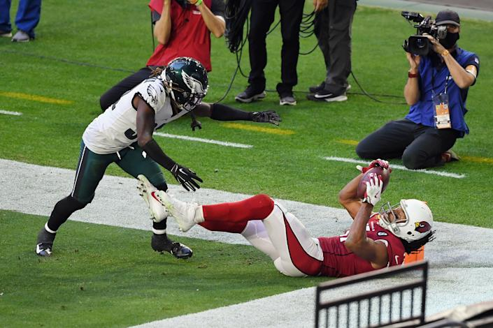 Larry Fitzgerald catches a touchdown pass against the Philadelphia Eagles.