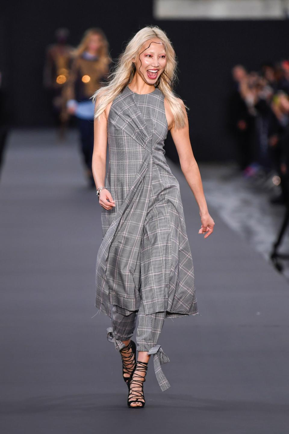 <p>The South Korean model was pictured having a laugh as she strutted her stuff. (Photo: Getty Images) </p>