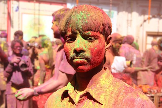 <p>A boy poses for a picture during Holi celebration in Vrindavan on Feb. 27, 2018. (Photo: Nasir Kachroo/NurPhoto via Getty Images) </p>
