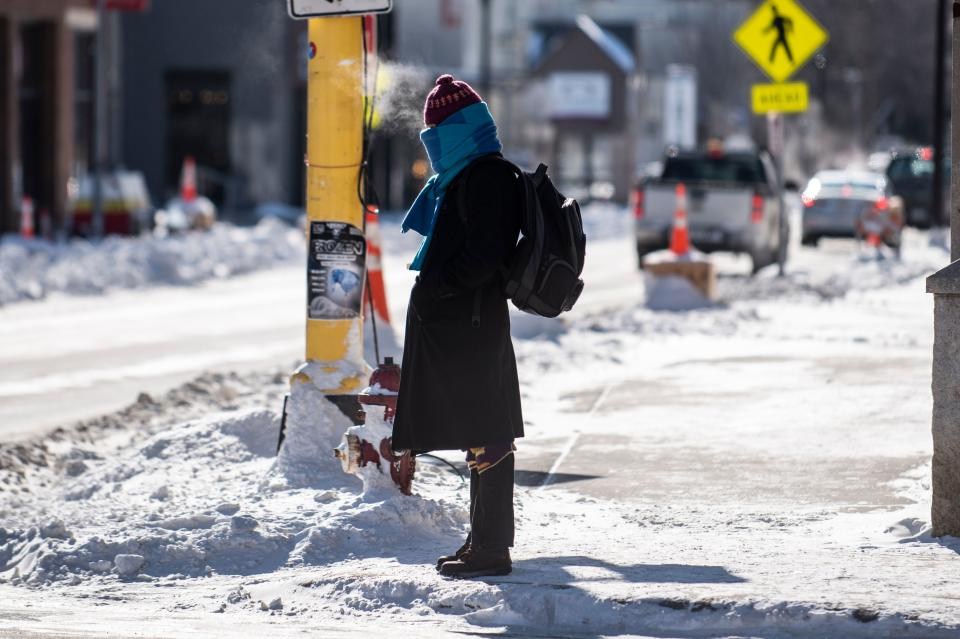 A pedestrian braves the cold on January 30, 2019 in Minneapolis, Minnesota. - Bitter cold with temperatures lower than Antarctica gripped the American Midwest on Wednesday, grounding flights, closing schools and businesses and raising frostbite and hypothermia fears for homeless residents. (Photo by STEPHEN MATUREN / AFP)        (Photo credit should read STEPHEN MATUREN/AFP via Getty Images)