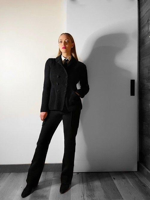<p><strong>3 December </strong>Amanda Seyfried dressed to impress in a Dior suit whilst appearing on The Tonight Show. </p>