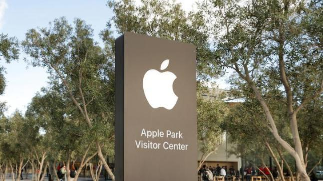 All staffers at Apple Park, which is located in the Santa Clara are being issued a standing desk to aid a healthy lifestyle.