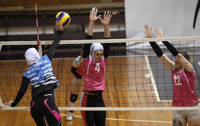 "Iranian volleyball players Maedeh Borhani (C) and Zeinab Giveh (L) take part in a training session of ""Shumen"" volleyball club in Shumen, Bulgaria January 14, 2017. Picture taken on January 14, 2017. REUTERS/Stoyan Nenov"