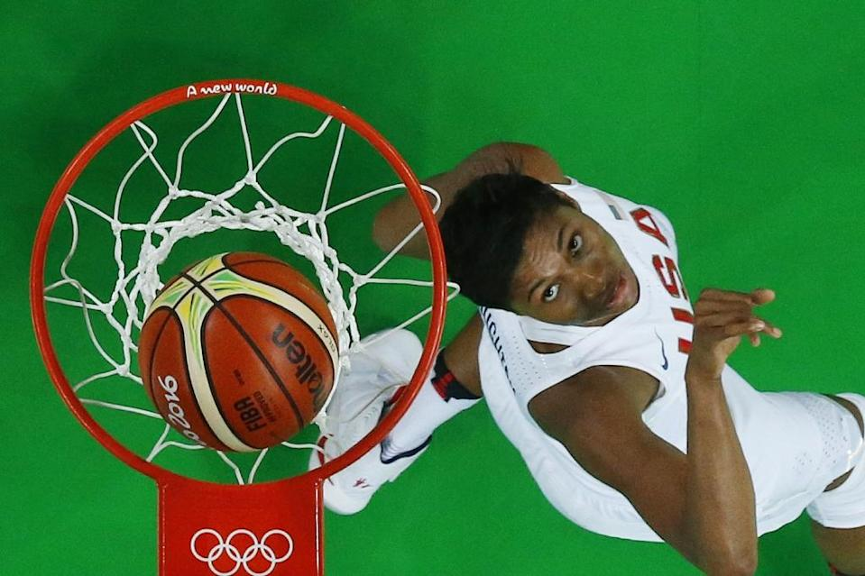 An overview shows USA's small forward Angel McCoughtry watching the ball after scoring on August 20, 2016 during the Rio Olympic Games (AFP Photo/Jim Young)