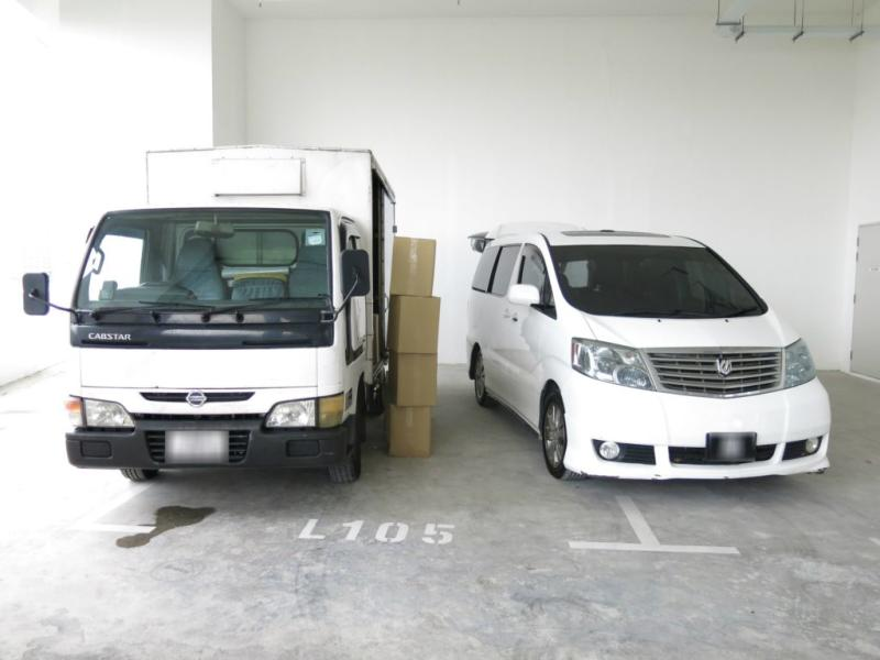 The Singapore-registered truck (left) and Malaysia-registered car (right). (Photo: Singapore Customs)