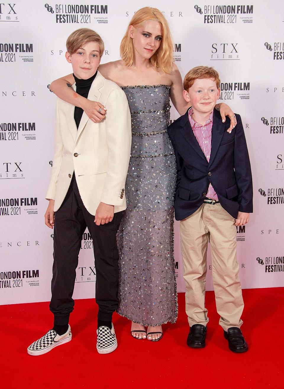 <p>Kristen Stewart poses with her onscreen children — Jack Nielen and Freddie Spry — at the <em>Spencer</em> premiere during the 2021 BFI London Film Festival on Oct. 7.</p>