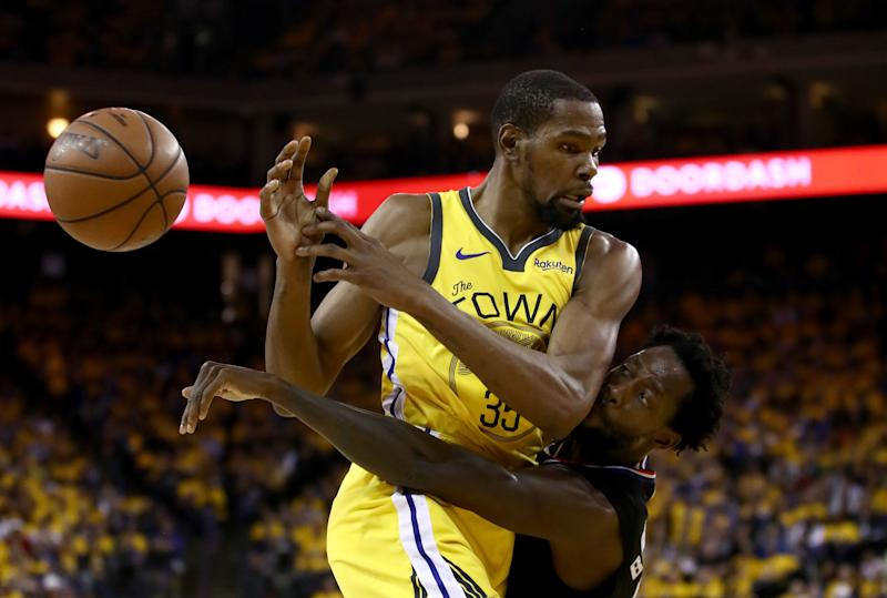 OAKLAND, CALIFORNIA - APRIL 15: Kevin Durant #35 of the Golden State Warriors is guarded by Patrick Beverley #21 of the LA Clippers during Game Two of the first round of the 2019 NBA Western Conference Playoffs at ORACLE Arena on April 15, 2019 in Oakland, California. NOTE TO USER: User expressly acknowledges and agrees that, by downloading and or using this photograph, User is consenting to the terms and conditions of the Getty Images License Agreement. (Photo by Ezra Shaw/Getty Images)
