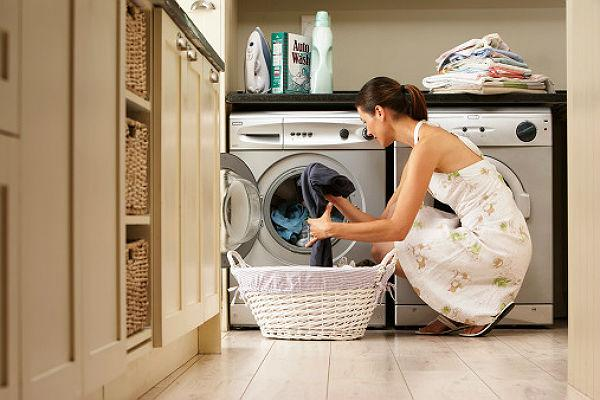 <b>1.</b>  <b>Distributing housework<br><br></b>This might appear to be one of the best ways to be out of any fall-outs,  but studies show couples fight the most when attempting to divide  household chores on a 50-50 basis. Divide the work in accordance with  the things which you both are good at, which will not give you a chance  to lash at each other for being imperfect.
