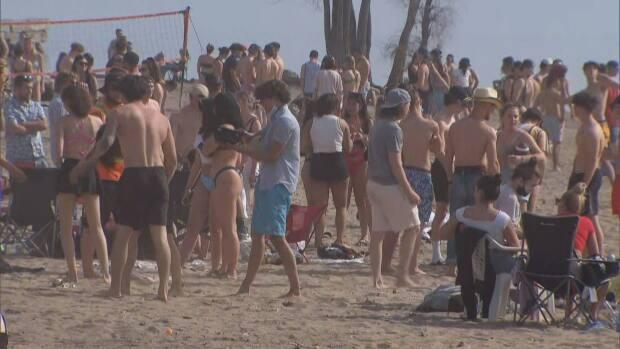 Several hundred people gathered Saturday at the beach in Gatineau's Park des Cèdres. Gatineau is under added lockdown measures because of high transmission rates.