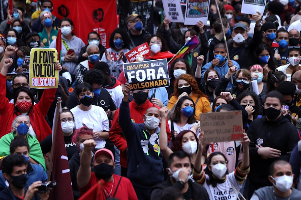 SAO PAULO, BRAZIL - JUNE 19: Demonstrators gather holding signs that read 'Bolsonaro out' during a protest against Bolsonaro's administration on June 19, 2021 in Sao Paulo, Brazil. Brazilian president Jair Bolsonaro is facing a probe for pandemic mismanagement as the country counts 500,022 deaths of COVID. The controversial decision to host the Copa America 2021 amid the coronavirus crisis is questioned by a large part of the population. (Photo by Rodrigo Paiva/Getty Images)