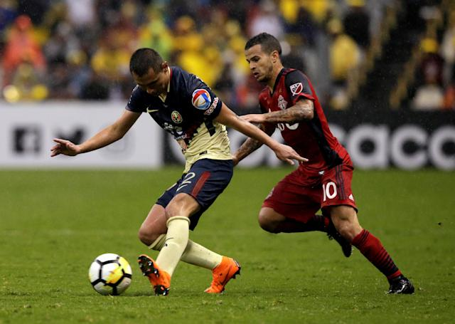 Soccer Football - CONCACAF Champions League - Club America v Toronto FC - Azteca stadium, Mexico City, Mexico - April 10, 2018 - Sebastian Giovinco of Toronto FC and Paul Aguilar of Club America in action. REUTERS/Henry Romero