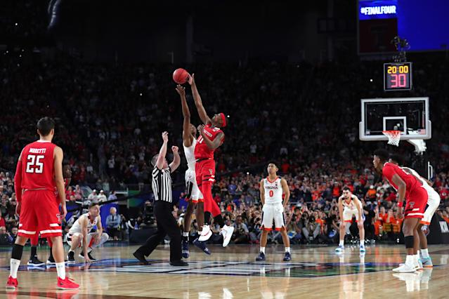 Tariq Owens #11 of the Texas Tech Red Raiders and Mamadi Diakite #25 of the Virginia Cavaliers battle for the opening tip-off during the 2019 NCAA men's Final Four National Championship game at U.S. Bank Stadium on April 08, 2019 in Minneapolis, Minnesota. (Photo by Tom Pennington/Getty Images)