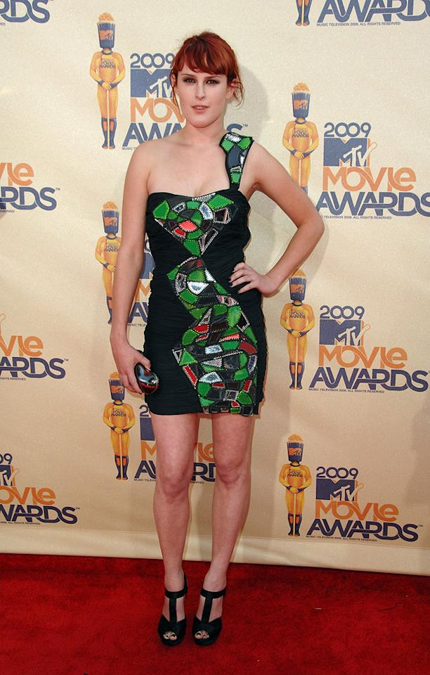 """<a href=""""http://movies.yahoo.com/movie/contributor/1800260809"""">RUMER WILLIS</a>  Grade: D+  Rumer obviously realized a lot of other women would be wearing their little black dress, and she rightly assumed that the one accessory no one else would have would be a stained glass window."""