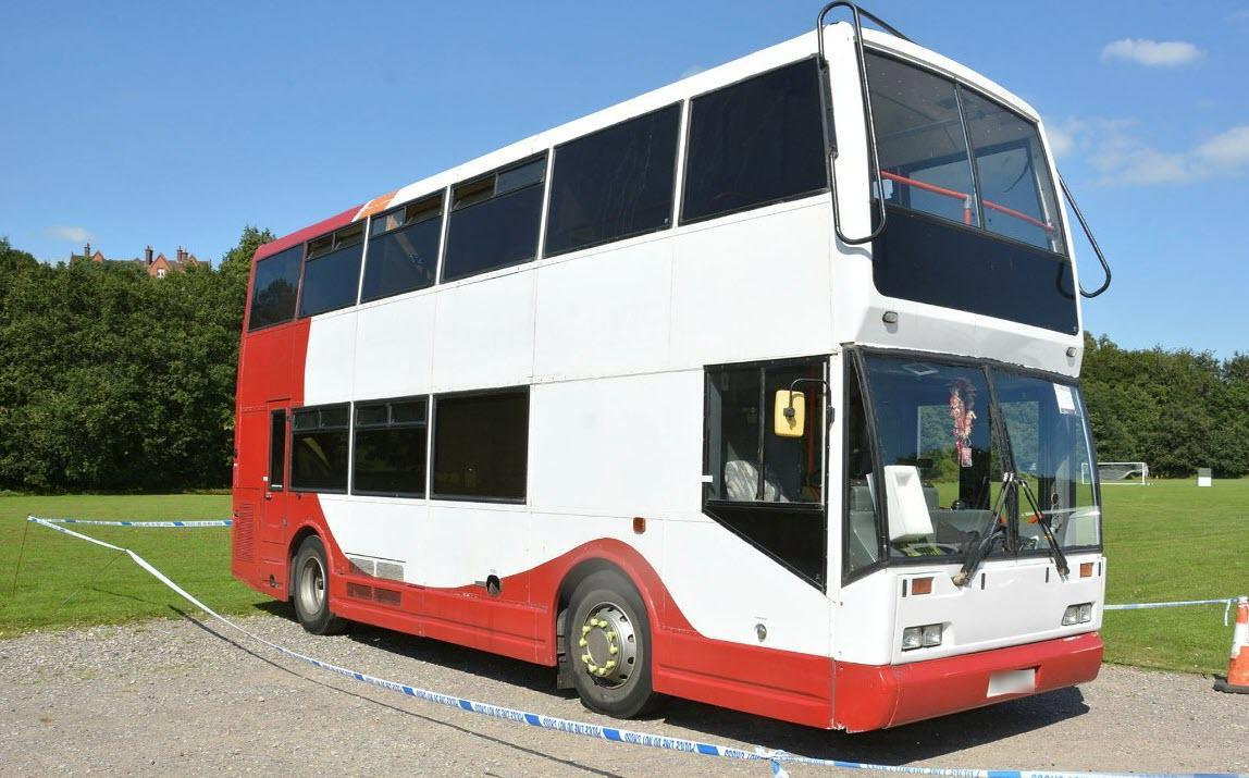 Police are appealing to members of the public who saw this decommissioned bus in North London. (Surrey Police)