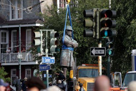 A monument of Robert E. Lee, who was a general in the Confederate Army, is removed in New Orleans, Louisiana, U.S., May 19, 2017. REUTERS/Jonathan Bachman