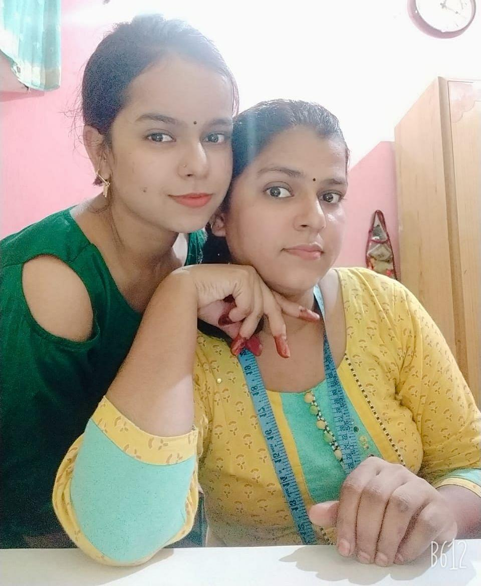 """<div class=""""paragraphs""""><p>Shabbo with her sister Noor. </p></div>"""