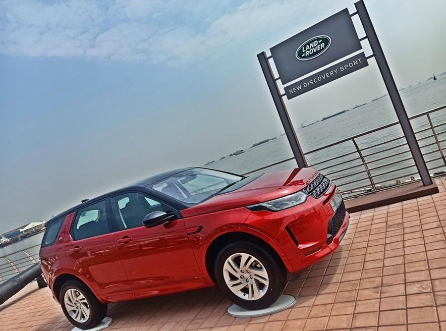 The new Discovery Sport is the only three-row luxury midsize SUV in its class, but along with that the whole car has been overhauled with a new interior and more features. It also gets BS6 diesel variant and petrol variants as well.