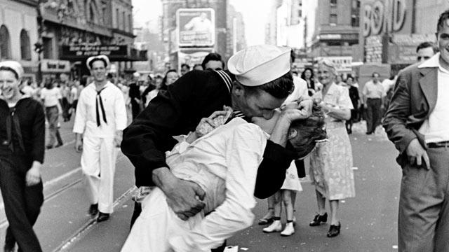 Book Names Iconic Times Square Kissing Couple From World War II