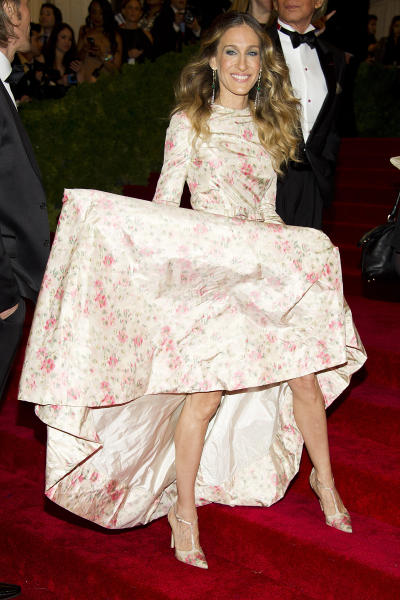Sarah Jessica Parker arrives at the Metropolitan Museum of Art Costume Institute gala benefit, celebrating Elsa Schiaparelli and Miuccia Prada, Monday, May 7, 2012 in New York. (AP Photo/Charles Sykes)