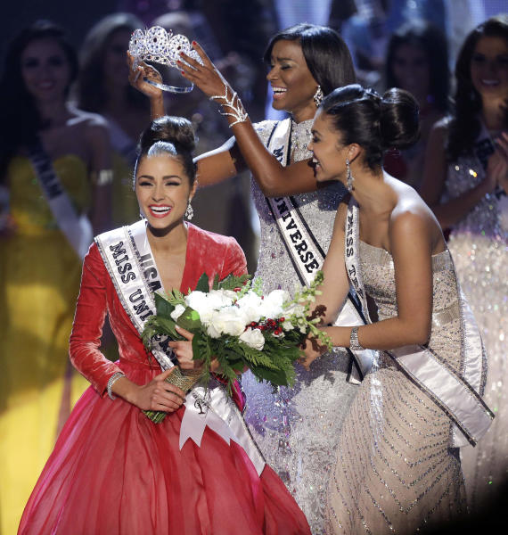 Miss USA, Olivia Culpo, left, is crowned Miss Universe during the Miss Universe competition, Wednesday, Dec. 19, 2012, in Las Vegas. (AP Photo/Julie Jacobson)