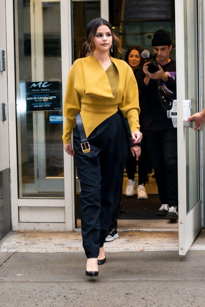 <p>The 'Lose You To Love Me' singer looked ready for business in this deconstructed outfit, October 2019.</p>