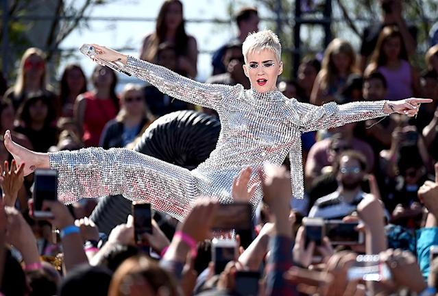 """<p>The """"Swish Swish"""" singer had one big week! Besides surprising fans with a free concert in L.A., Perry <a href=""""https://www.yahoo.com/celebrity/katy-perry-ends-feud-taylor-swift-changes-lyrics-swish-swish-194151193.html"""" data-ylk=""""slk:forgave Taylor Swift"""" class=""""link rapid-noclick-resp"""">forgave Taylor Swift</a> and <a href=""""https://www.yahoo.com/celebrity/katy-perry-rates-her-lovers-182947821.html"""" data-ylk=""""slk:rated her ex-lovers"""" class=""""link rapid-noclick-resp"""">rated her ex-lovers</a>, during the media blitz to promote her new album, <i>Witness</i>. (Photo: Amanda Edwards/WireImage) </p>"""