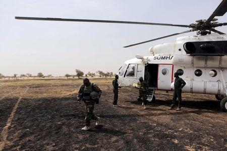 Colonel Barmou Salaou (L), commander of Niger's armed forces in the Diffa region, lands in Damasak March 24, 2015. REUTERS/Joe Penney