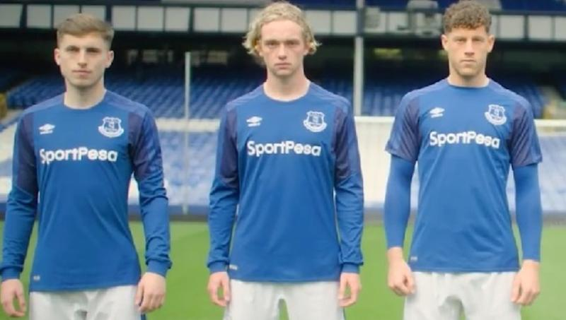 buy popular 04fd0 a56dc Watch: Everton unveil home kit for 2017/18 season to mixed ...