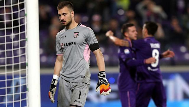 <p>With just one clean sheet so far this season, Josip Posavec is the worst-performing goalkeeper in Europe's top five leagues, having conceded 35 goals in just 18 games.</p> <p><br> On top of this, Posavec also leads the way for number for the amount of defensive errors committed, with five - four of which led directly to goals. </p>