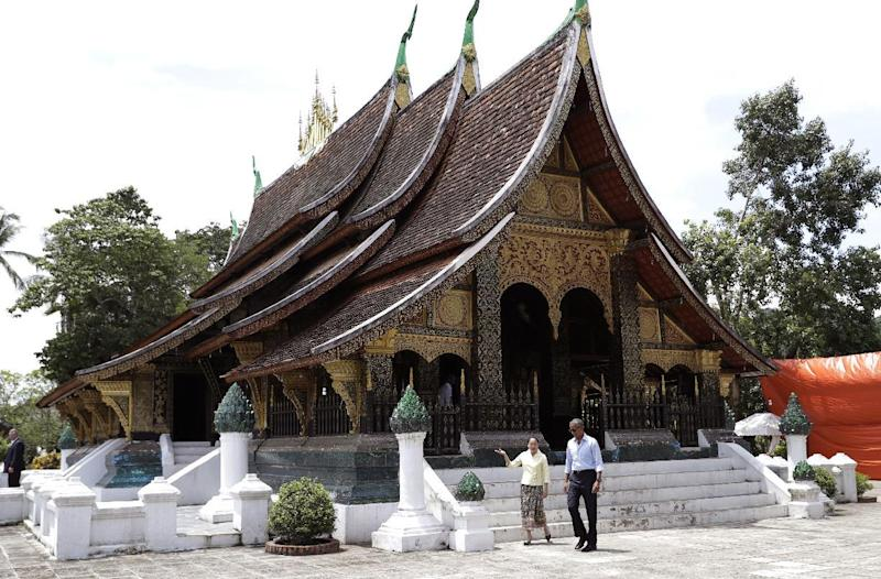 Obama touring Buddhist temple in Luang Prabang