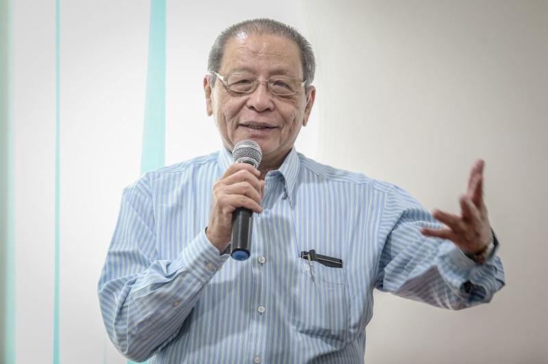 Iskandar Puteri MP Lim Kit Siang says IGP Datuk Seri Abdul Hamid Bador pay close attention at solving other police related issues, among them, deaths in custody and the death of Teoh Beng Hock. — Picture by Firdaus Latif