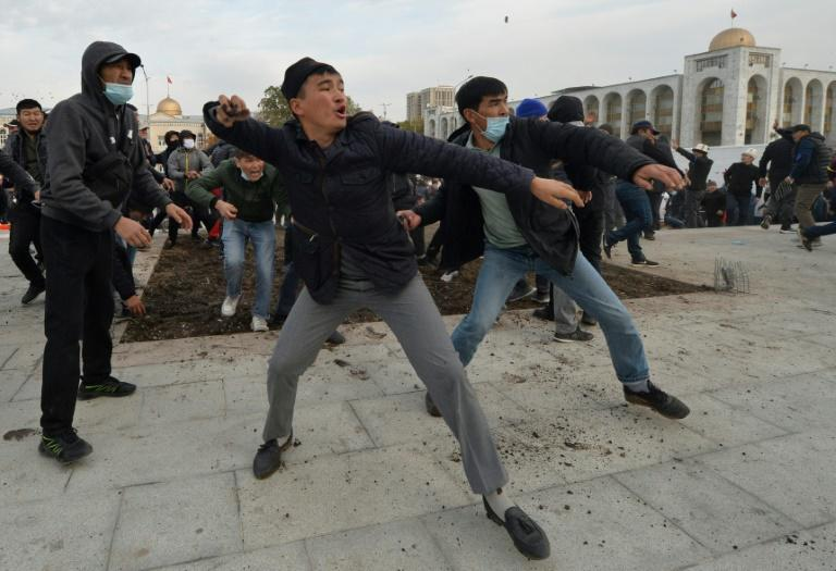 New clashes as Kyrgyzstan slips deeper into crisis