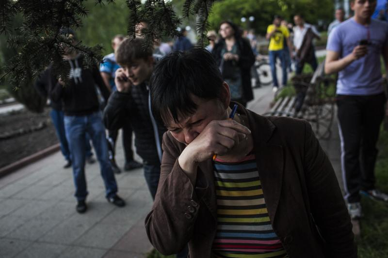 A woman reacts after Ukrainian national guardsmen opened fire on a crowd outside a town hall in Krasnoarmeisk, about 30 kilometers (20 miles) from the regional capital, Donetsk, Ukraine, Sunday, May 11, 2014. Although the voting in the Donetsk and Luhansk regions appeared mostly peaceful, Ukrainian national guardsmen opened fire on a crowd outside a town hall in Krasnoarmeisk, and an official with the region's insurgents said there were fatalities. (AP Photo/Manu Brabo)